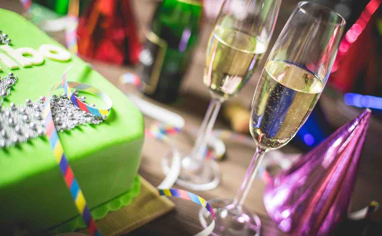 誕生日を祝うシャンパン