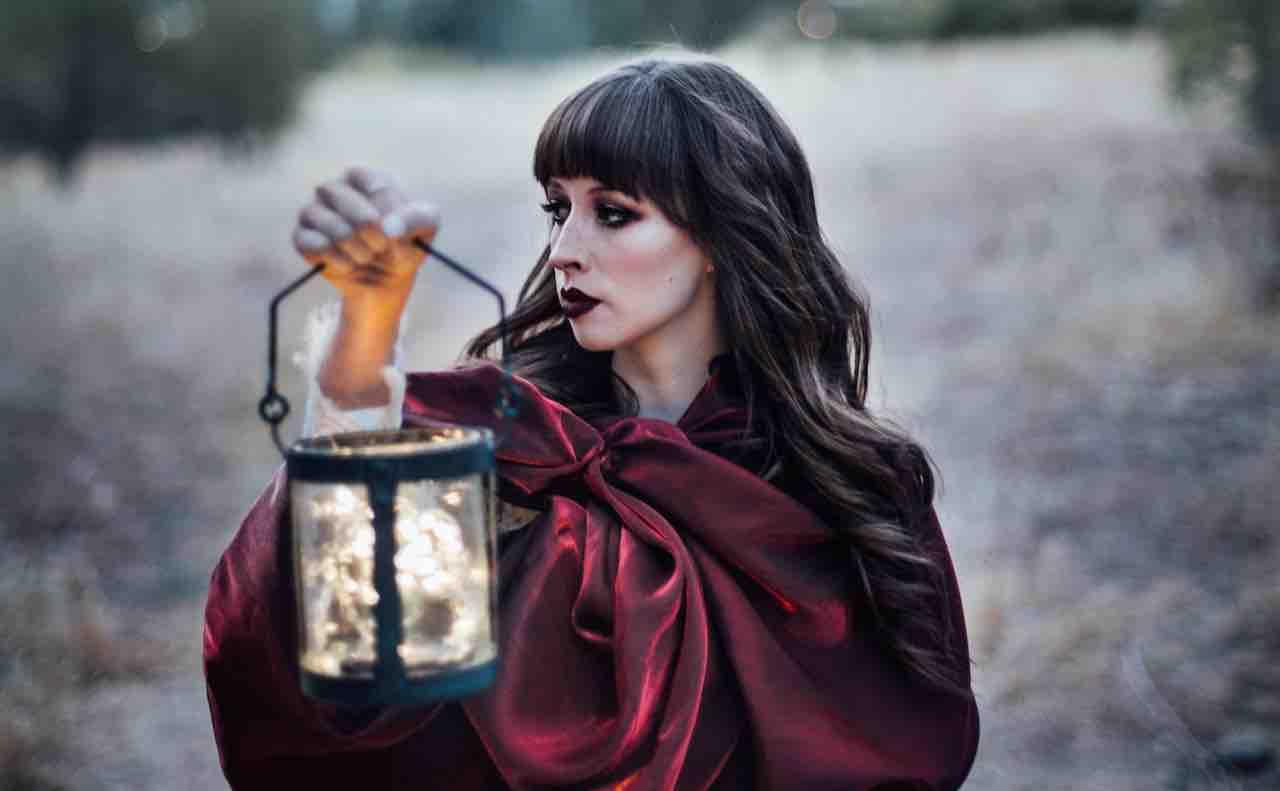 ランプを持つ魔術師